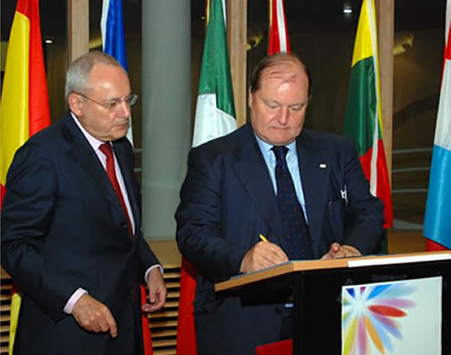 Bruxelles firma dellazione europea sulla droga. Insieme al Presidente della Commissione europea.