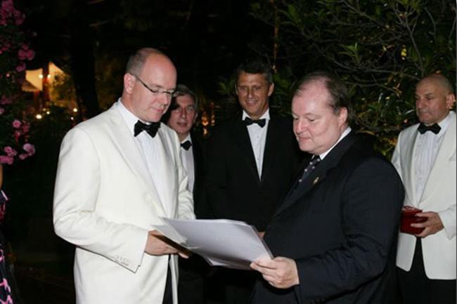 Consegna al Principe Alberto di Monaco della Gran Croce al Merito della C.R.I