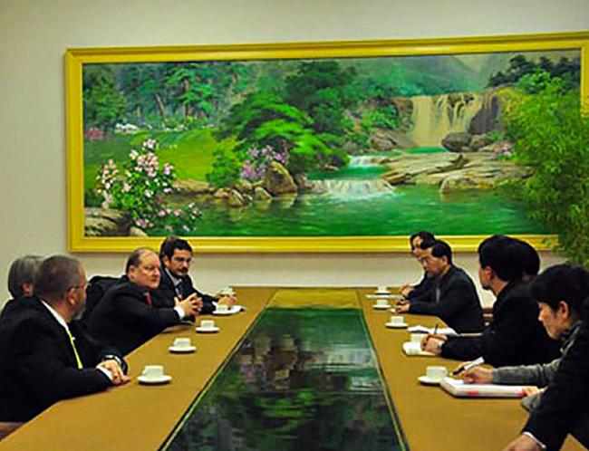 Corea del Nord visita alla Croce Rossa