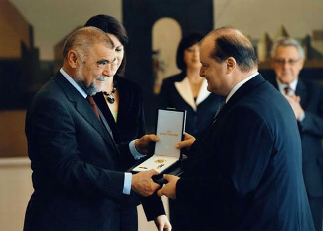 Il Presidente della Repubblica Croata consegna la medaglia allordine Katarine Zrinske