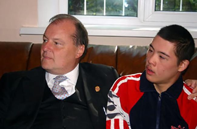Kirghistan, insieme ad un ragazzo disabile