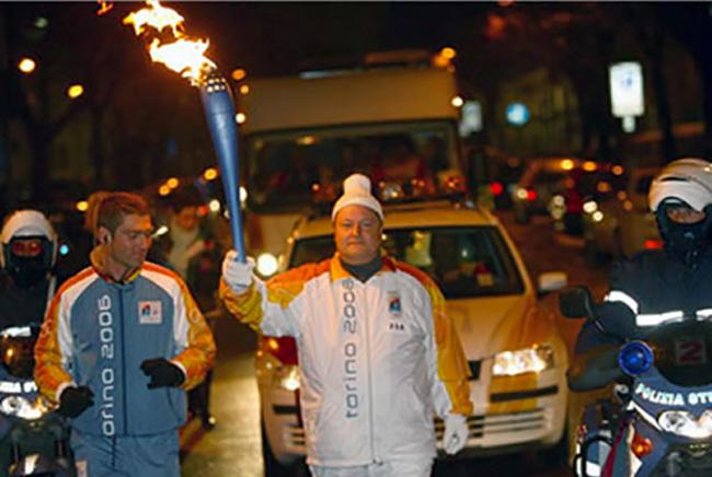 Olimpiadi Invernali di Torino tedoforo della croce rossa