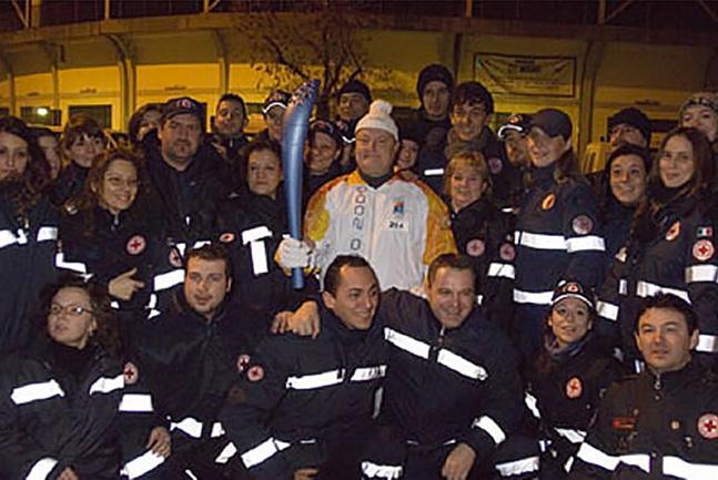 Olimpiadi Invernali di Torino tedoforo in rappresentanza della Federazione Internazionale della croce rossa