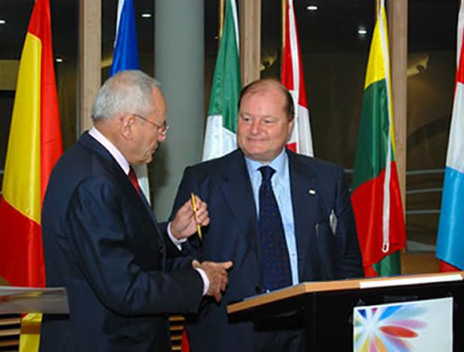 firma dell'azione europea sulla droga. Insieme al Presidente della Commissione europea.